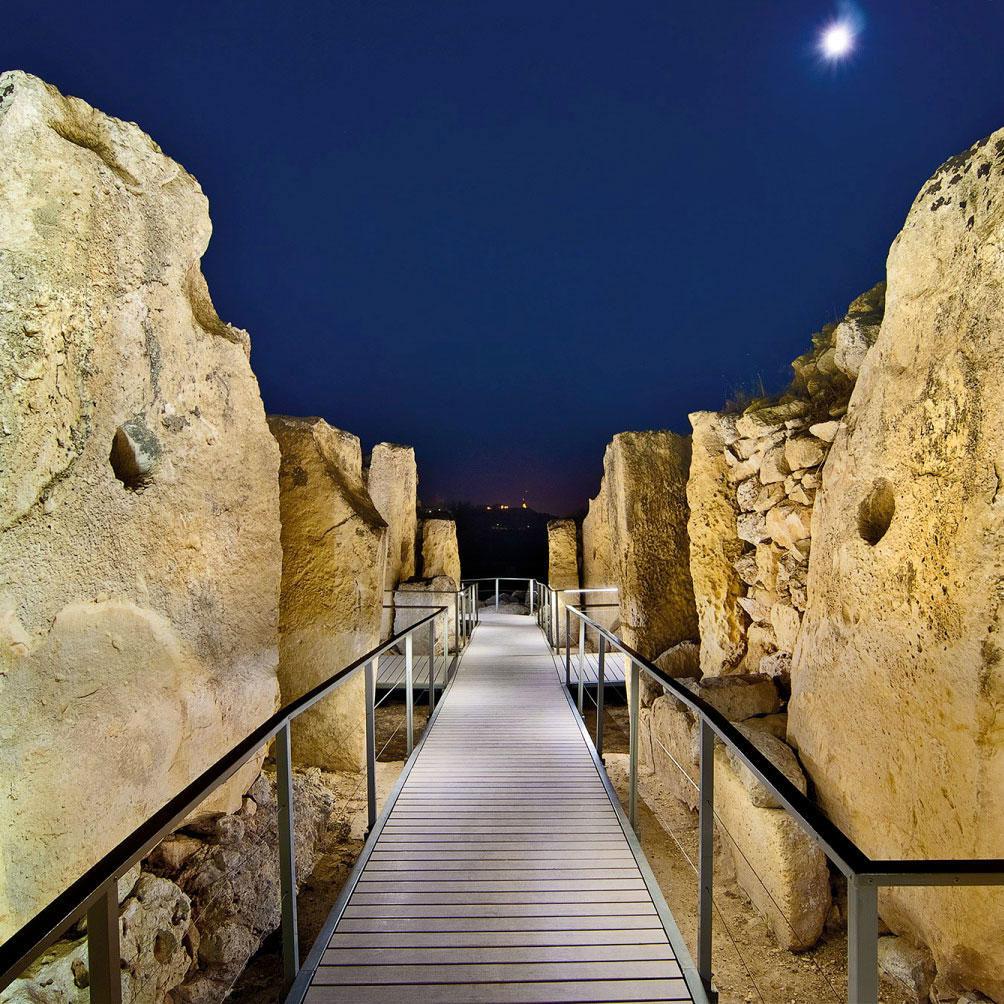 Walkway, Ġgantija Temples
